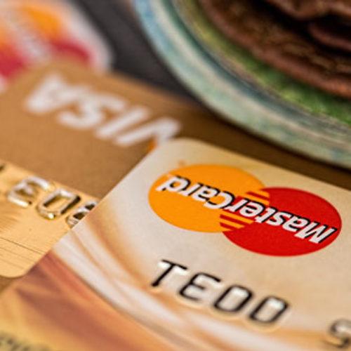 Gwałtowny wzrost transakcji bezgotówkowych – czy Polacy jak Szwedzi chcą likwidacji gotówki?